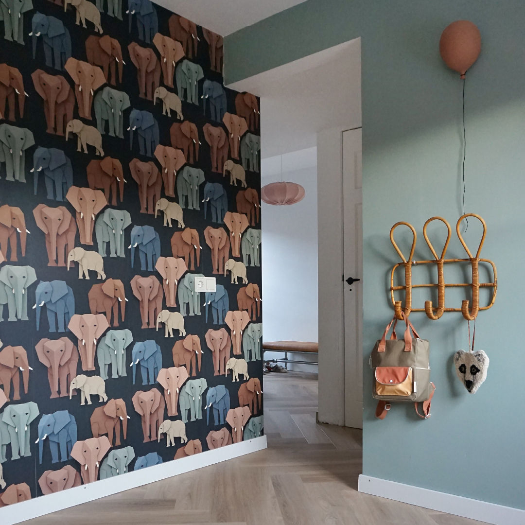 Colour advice elephant wallpaper